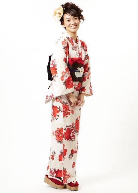 """Flower Mari""-pattern kimono, by designers Furifu, Japan.  Image via Pinterest"