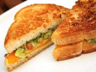 Guacamole melegszendvics recept: Egy zseniális szendvics recept! Erről többet nem is lehet mondani.
