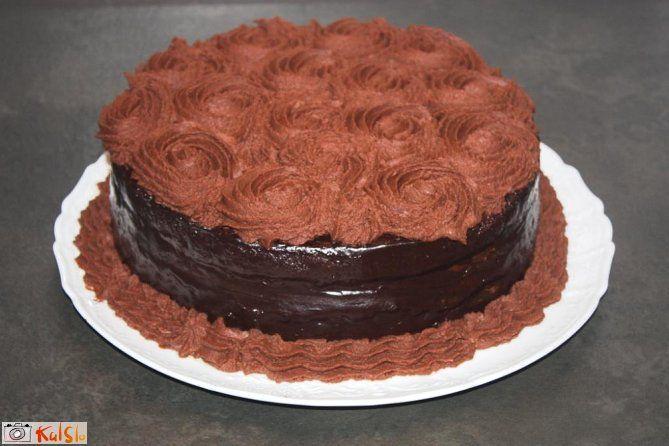 močno čokoladen, gost, sočen, mehak, moj najljubši biskvit; cupcake; muffin