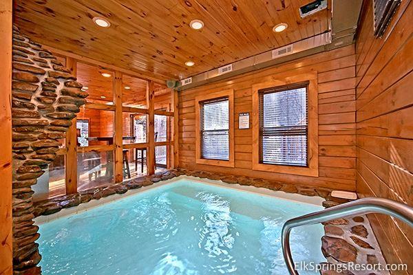 2 bedroom pool cabin in Gatlinburg