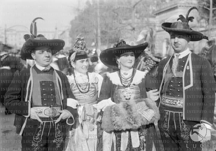 corteo dei costumi nazionali in occasione delle nozze del principe di Piemonte Umberto di Savoia e di Maria Josè del Belgio nel 1930