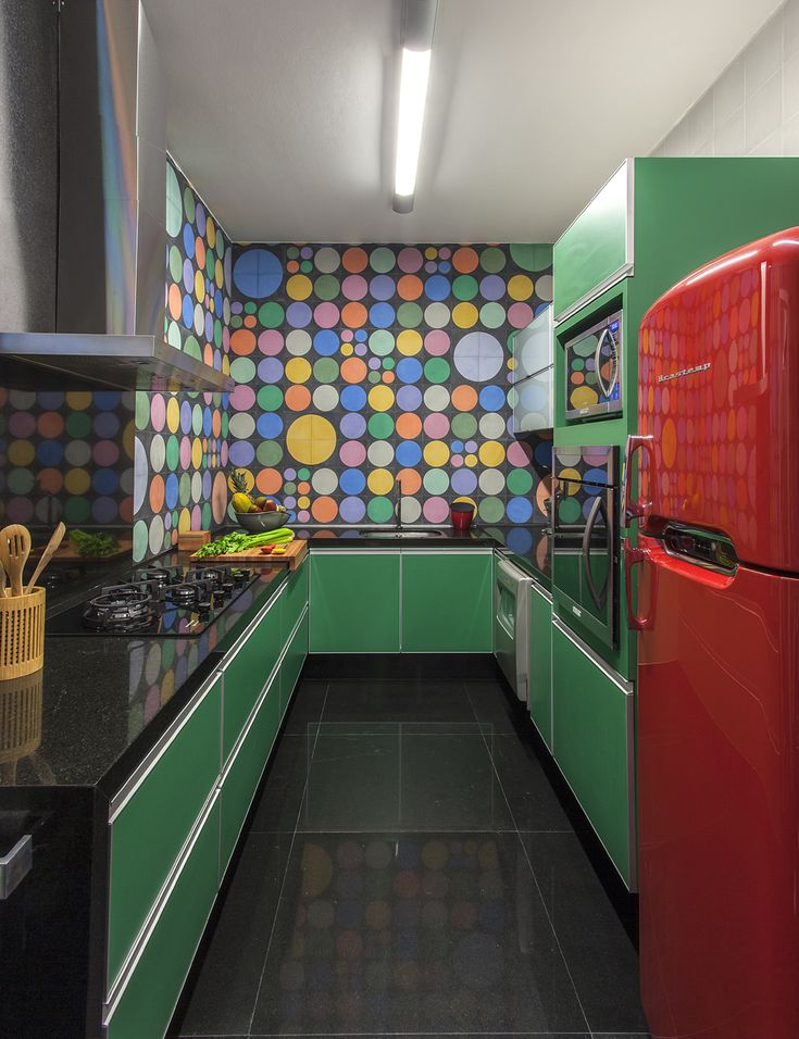 Conforto e praticidade. Veja: http://www.casadevalentina.com.br/projetos/detalhes/para-temporadas-na-cidade-621 #decor #decoracao #interior #design #casa #home #house #idea #ideia #detalhes #details #style #estilo #casadevalentina #kitchen #cozinha