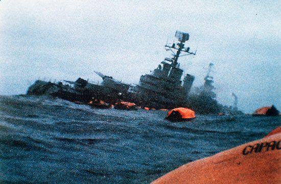 Imagen del hundimiento del Crucero ARA G. Belgrano. Se perdierón 323 vidas esto significo mas de la mitad de las perdidas humanas que sufrio la Argentina durante el conflicto.