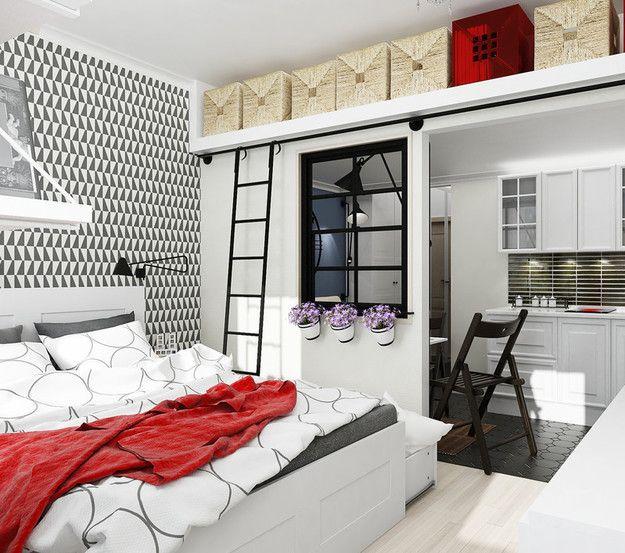 Вместительные пуфы и оттоманки, компактный шкаф за плотной шторой и открытые полки над изголовьем кровати – у беспорядка в вашей спальне просто нет шансов