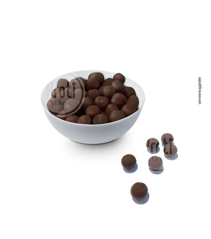Proteine balletjes Chocoladesmaak  Chocolade tijdens een dieet dat klinkt nogal tegenstrijdig. Chocolade staat er namelijk om bekend dat het een ware dikmaker is. Deze algemene gedachte klopt maar er zijn uitzonderingen. De Proteine balletjes Chocoladesmaak van Protislank zijn hier een goed voorbeeld van. Normaal gezien staat chocolade bol van de suikers en vetten. Bij de Proteine balletjes Chocoladesmaak van Protislank is dit juist omgekeerd. Deze dikmakende voedingsstoffen zijn namelijk…