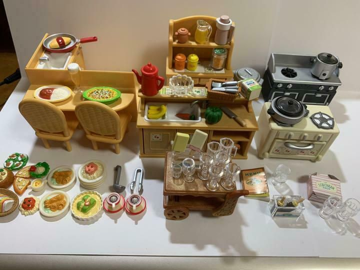 612 Epoch Calico Critters furniture home party set KA