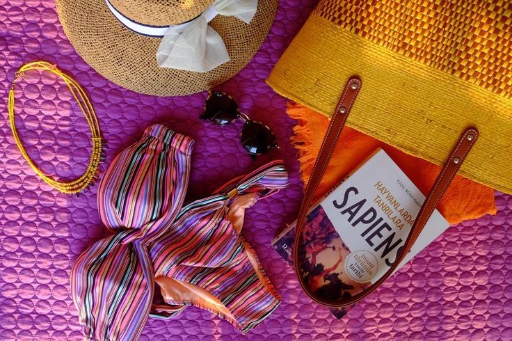 Ozge Hiz / Summer bag, bikini, what's in my bag