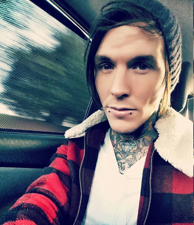 """Cold cab selfie , off to different location for photoshoot and master filming , not long now fixer fans !!! @jayhuttontat2 #tattoofixers #sketchreppinink…"""
