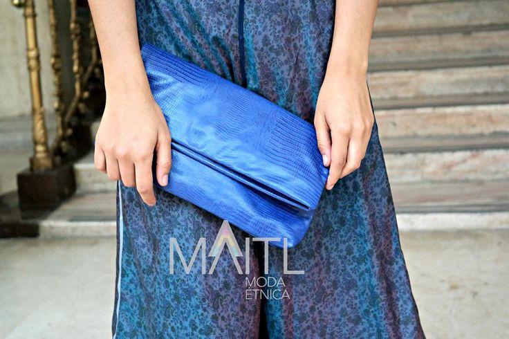 Bleu Falda ajustable reversible de seda y clutch de piel italiana. #diseñomexicano #mexicandesign #bohochic #boho #hechopormexicanos #ideartemexico #mexicocreativo #silk #clutch #whomademyclothes #etnic #ethicalfashion #fairtrade