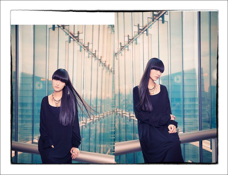 シシド・カフカ   激しくドラムを叩きながら歌う長身美女シシド・カフカがニューアルバム「トリドリ」に込めたテーマは脱力