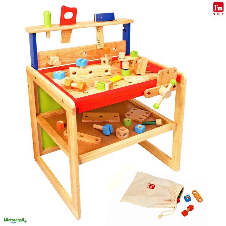 BANCO DA LAVORO E SCRIVANIA GIOCATTOLO CON ATTREZZI in Legno cm 51x44x64,5 per bambini. 3A+ I'm Toy I'm Toy sono giochi e giocattoli prodotti in Thailandia, sono Eco Friendly poiche' utilizzano legno di alta qualita' degli alberi della gomma che non sono piu' produttivi e vengono quindi abbattuti. In questo modo si da nuova vita al legno.