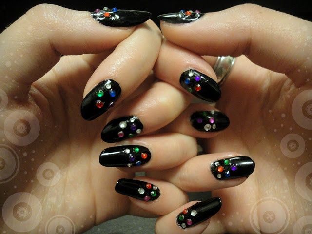 Ida-Marian kynnet / Black polish with colorful rhinestones / #Nails #Nailart