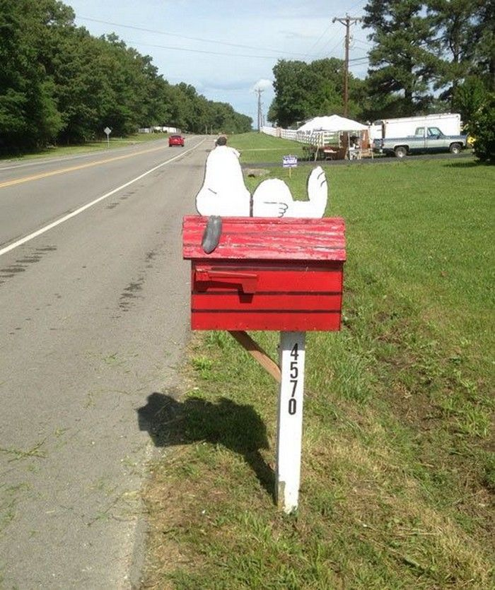 8 best snoopy mailbox images on pinterest mail boxes for Creative mailbox ideas