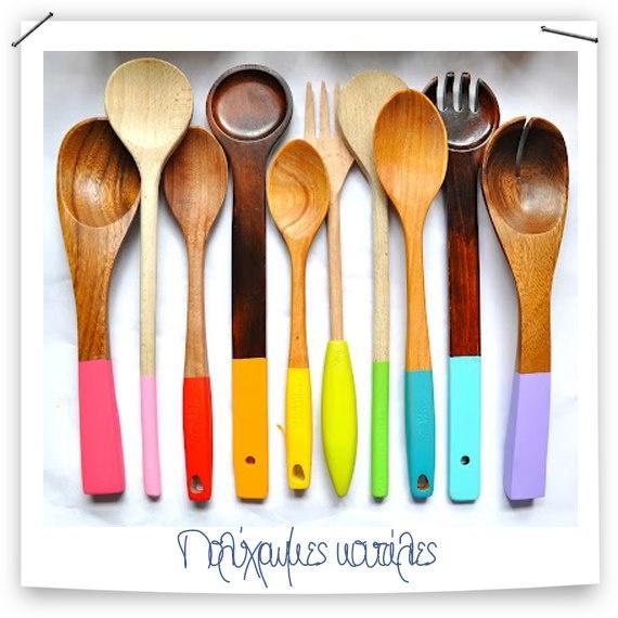 Μια ωραία και οικονομική πρόταση για τις ξύλινες κουτάλες. Μπορούμε να βάψουμε την λαβή τους δημιουργώντας έτσι ένα χαρούμενο αποτέλεσμα #kypriotis #kipriotis #plakakia #anakainisi #athens #ellada #greece #hellas #banio #dapedo