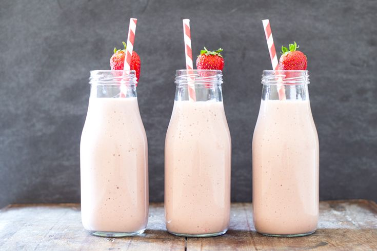 how to make a strawberry and banana milkshake