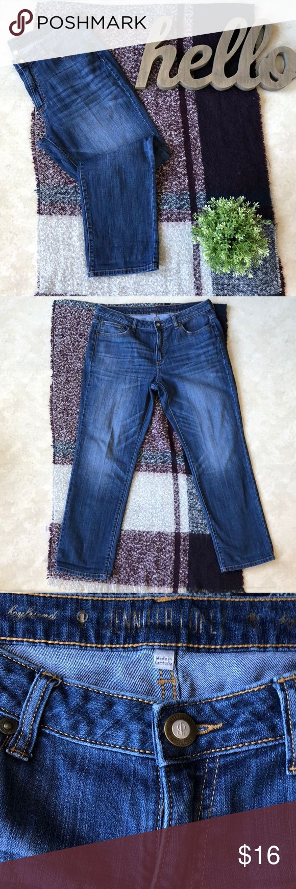 "Jennifer Lopez Boyfriend Straight Leg Jeans Jennifer Lopez Boyfriend Straight Leg Jeans With Distressing.  Inseam 29"" Great Condition Jennifer Lopez Jeans Straight Leg"