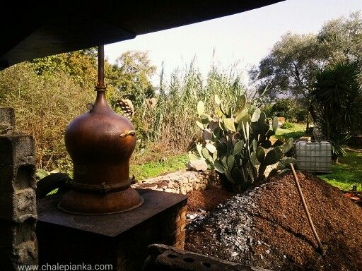 Making tsikoudia by www.chalepianka.com