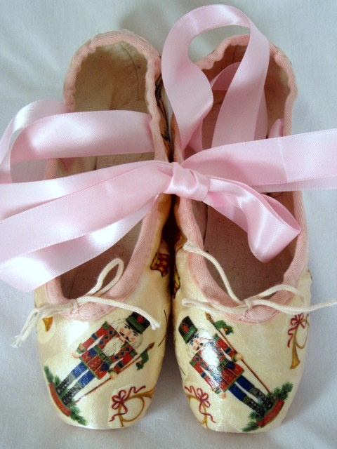 Nutcracker decoupage pointe shoes - Suite! These would be great for a dance-crazy little girl's room . . .