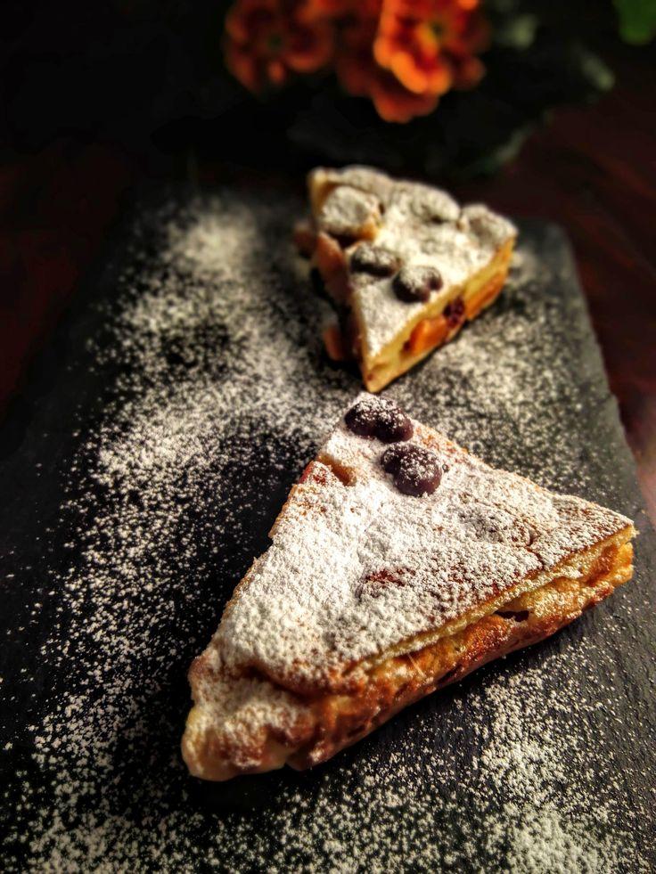 Der Bretonische Aprikosen-Far ist eine Spezialität aus der Bretagne, die man als Zwischengang, süße Hauptspeise oder Dessert serviert und sowohl warm als auch kalt genießen kann.