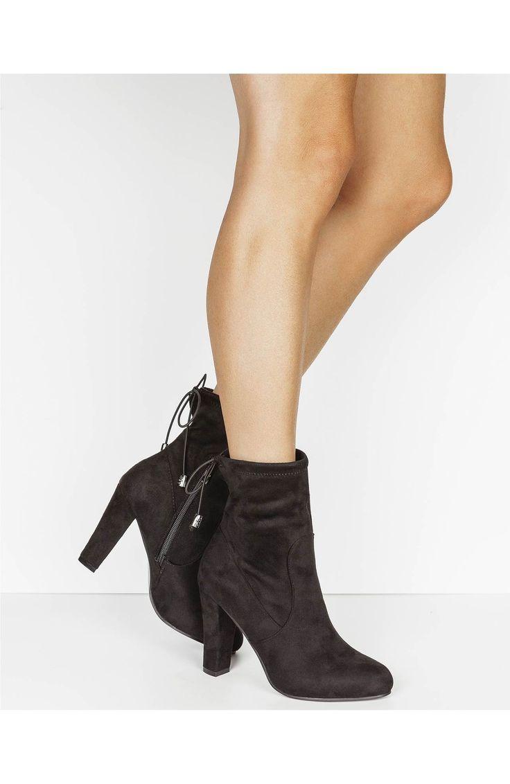 Modne, czarne kozaczki, materiał imitujący zamsz, z boku zamek, 189 zł na http://www.halens.pl/moda-damska-obuwie-kozaki-5814/kozaki-584822