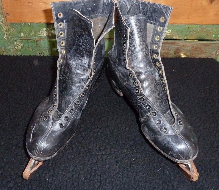 VINTAGE ICE SKATES - 1950'S - LILLYWHITE'S Co OF PICCADILLY LONDON
