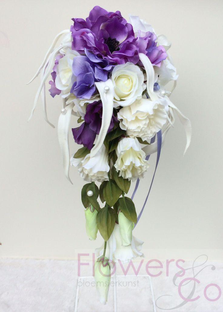 Bruidsboeket van zijde bloemen in de kleuren lila paars met foam tilandsia, Dit boeket heeft een rusige natuurlijke uitstraling. In meerder kleuren mogelijk.