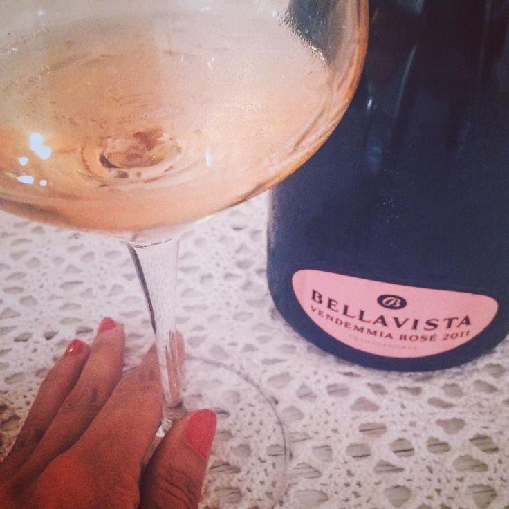 È sempre la sera giusta per certe bollicine. (Il mio vino del giorno è in Bellavista Rosé. Le etichette sono così belle che vien voglia di collezionarle tutte. E infatti...). #bellavista #rosé #wine #franciacorta #bollicine #sparkling #spumante #wine #me #winelover #sommelier #homesweethome #airyourwine #Italy #excellence #lombardia #whattodrink #drinks