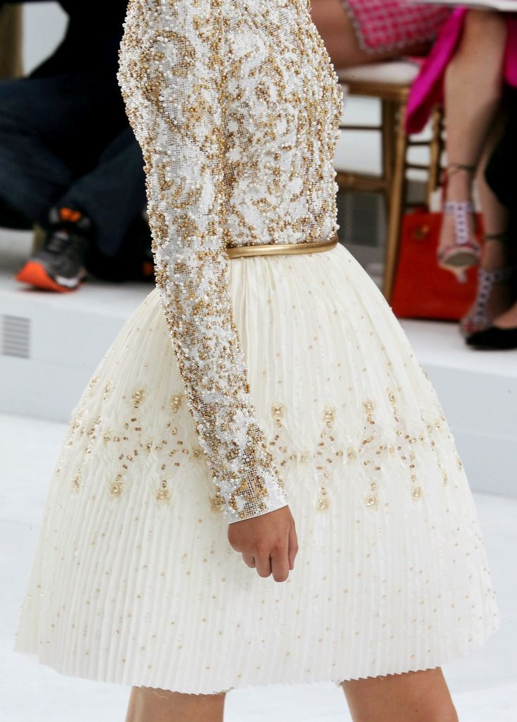 ¡Qué no falte el brilli brilli en los vestidos de alta costura!