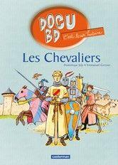 Né au cœur du XIIIe siècle, Godefroy de Nanteuil va être fait chevalier. Assistez à la cérémonie d'adoubement, participez au banquet de fête, observez les péripéties d'un tournoi, partez à la chasse au cerf, visitez les terres du seigneur et défendez son château au fil des pages de ce livre.