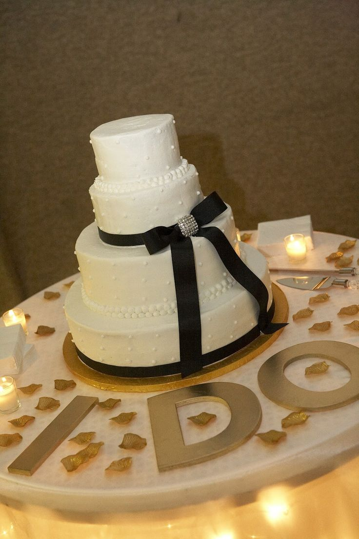 RealBrides Wedding Cake Table Decorating Ideas