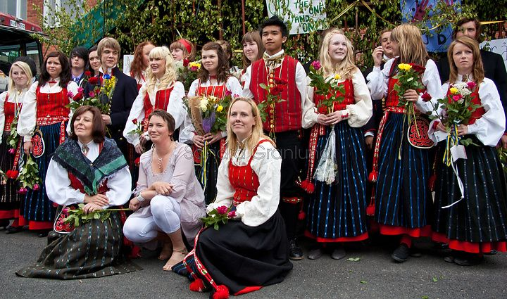 End of School Day. Students wearing Delsbo folk costumes, Hälsingland county, Sweden | Skolavslutning i Delsbo, Hälsingland.