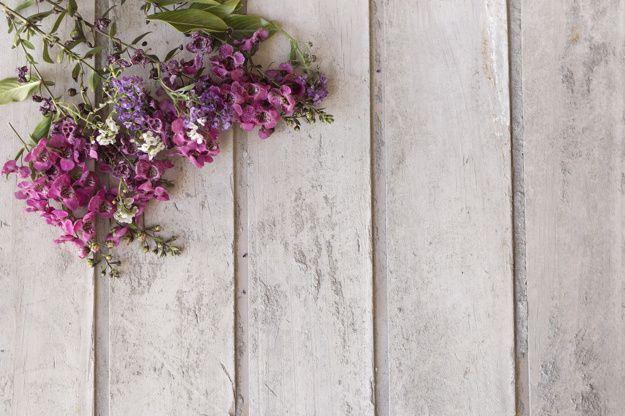 Surface En Bois Avec D Coration Florale Wallpaper