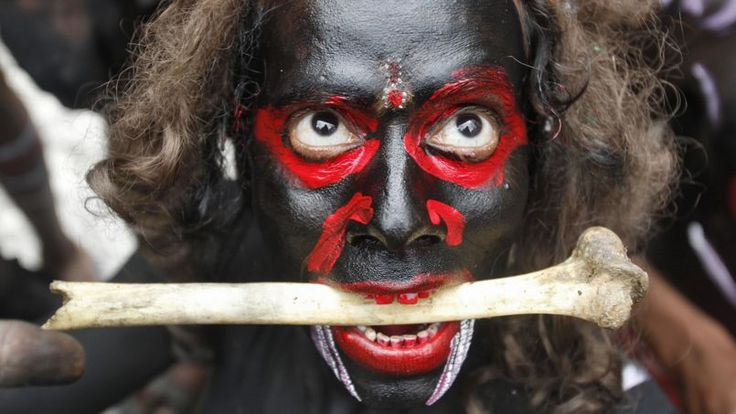 Le festival Mahashivratri est l'occasion d'arborer les tenues les plus effrayantes.