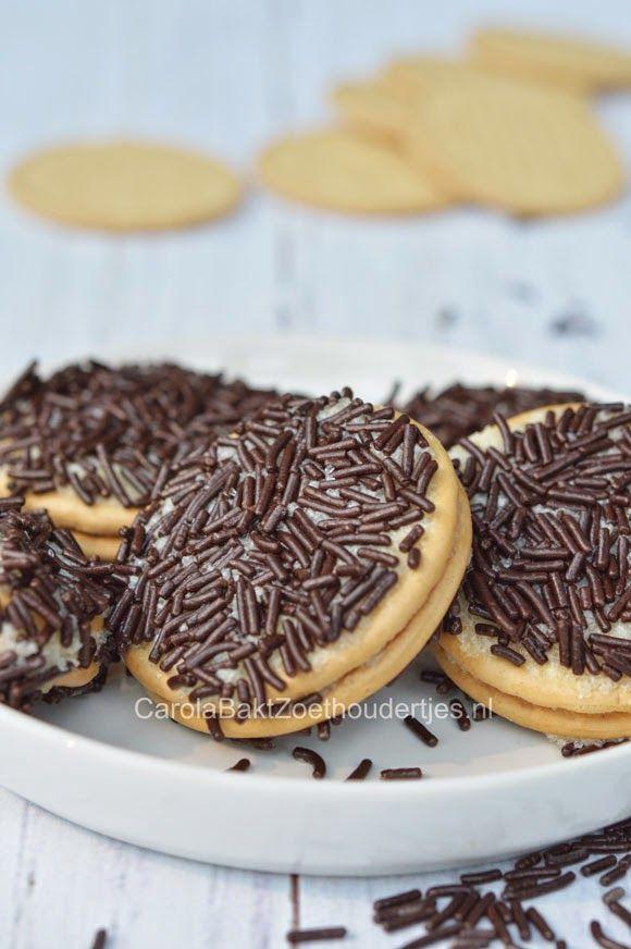 Hagelslag koekjes maken met je kind, ze vinden het echt  heel leuk want ze kunnen het helemaal zelf maken. EN opeten!