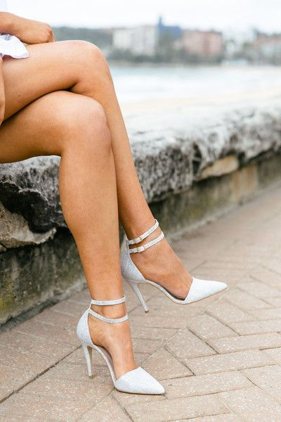 WHITE SNAKE POINT HEEL