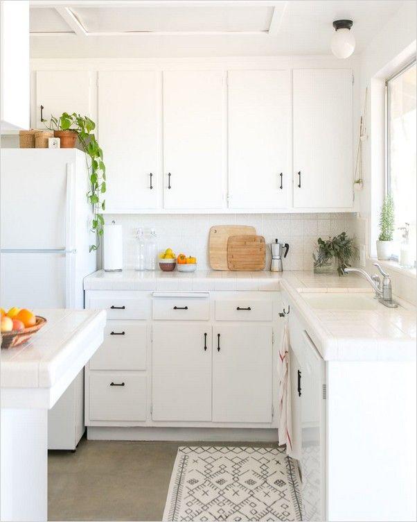 White Kitchen With White Appliances In 2020 White Kitchen Appliances Kitchen Examples White Appliances