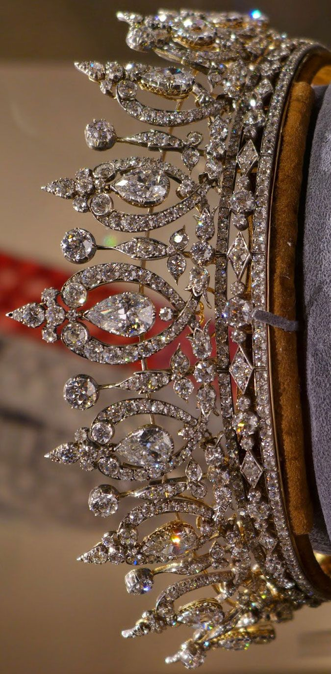 A diamond tiara/necklace, dating from the last quarter of the 19th century, formerly belonging to Mary, Duchess of Roxburghe. The tiara comes apart to form a necklace and a thin diamond bandeau.