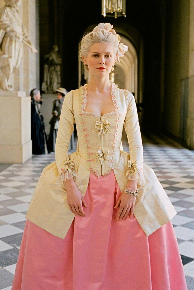 美しさにうっとり♡映画マリーアントワネットのドレス姿にきゅん♡にて紹介している画像