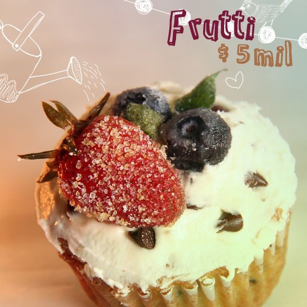 Fresas y arándanos nos acompañan en esta deliciosa creación frutal. Sabemos que a tú mamá le encantará.