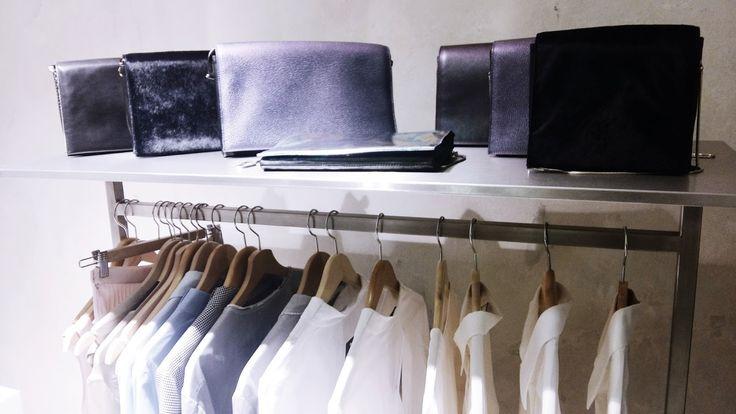 Nebo na jakékoli jiné módní události. (Př. Showroom značky, otevření butiku, vernisáž módní kole...
