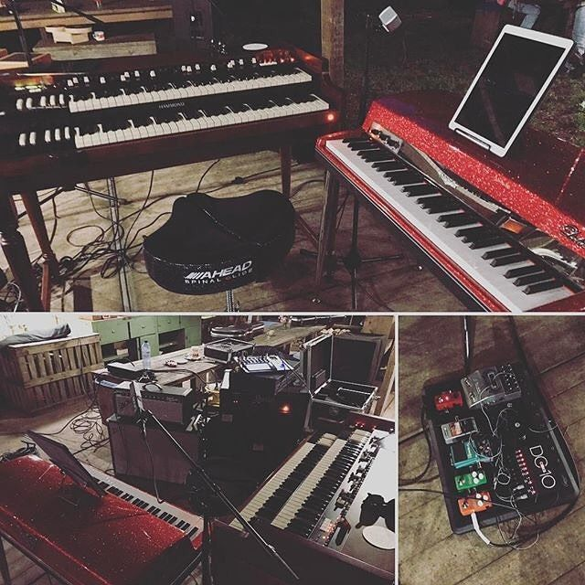 Check out @edwinrisbourg's setup! Can't go wrong with the classic electric piano & organ combo!     #vintagevibepiano  #vintagevibe #electricpiano #piano #organs #hammondorgan #hammond #vintagepianos #vintagekeyboards #vintageelectricpiano #VV64 #vintagegear #gearporn #pianoporn #scottkrokoff #edwinrisbourg #hammondeurope #repost
