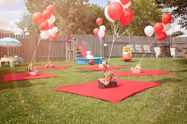 Chalkboard welcome signs, teddy bear baskets, watermelon sticks. Discover how to make your picnic party fun with minimal hassle.