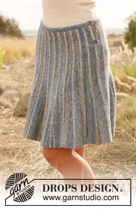 """DROPS kjol i """"Fabel"""" stickad från sida till sida med förkortade varv och ränder. Stl S - XXXL. ~ DROPS Design"""