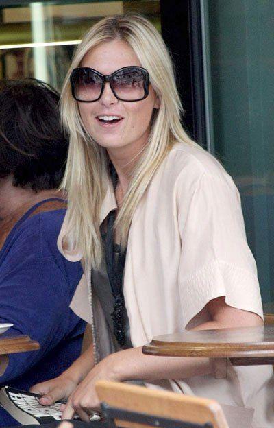 ¿Te gustan estas gafas Prada que luce María Sharapova? Entonces te invitamos a que visites cualquiera de nuestras sucursales Sun Gallery para que podás adquirir las tuyas! Te esperamos!!!