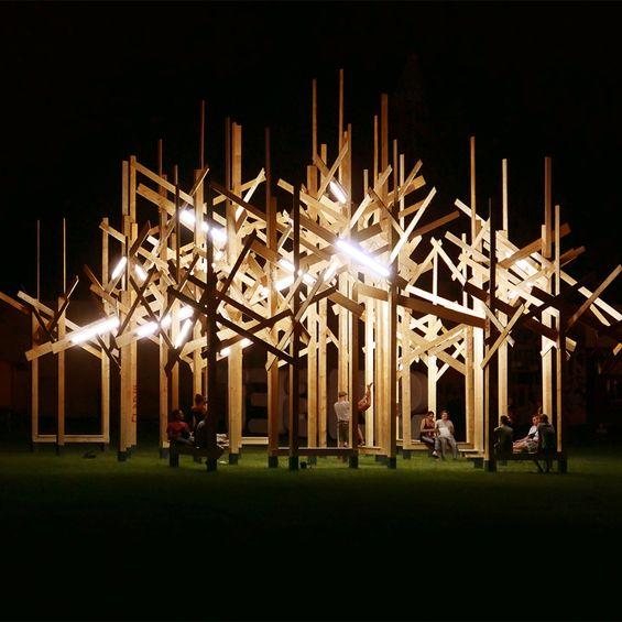 Treedom est une installation emblématique du Sziget Festival 2015 réalisée par l'Atelier Yok. Lieu de détente et de rencontres, Treedom était à l'image de cet évènement musical annuel. ...