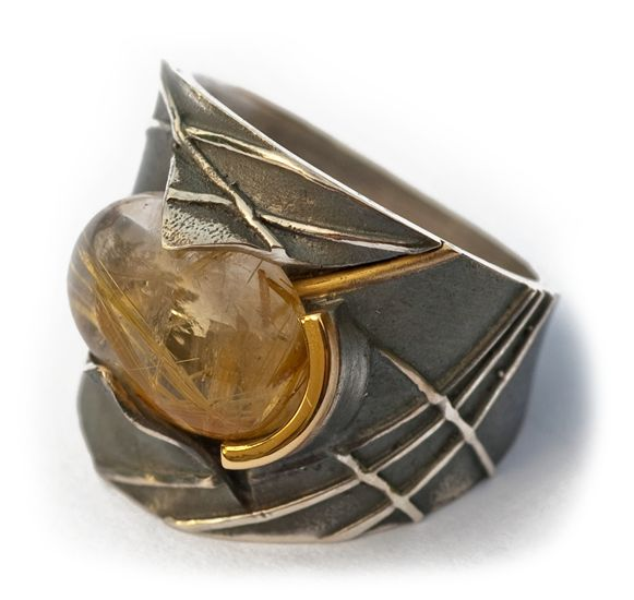 Elisenda de Haro - Anillo Órbitas | Rutilo, plata oxidada o blanca y oro