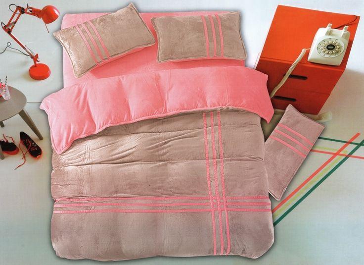 Béžovo ružové obliečky na posteľ s ružovými pásikmi