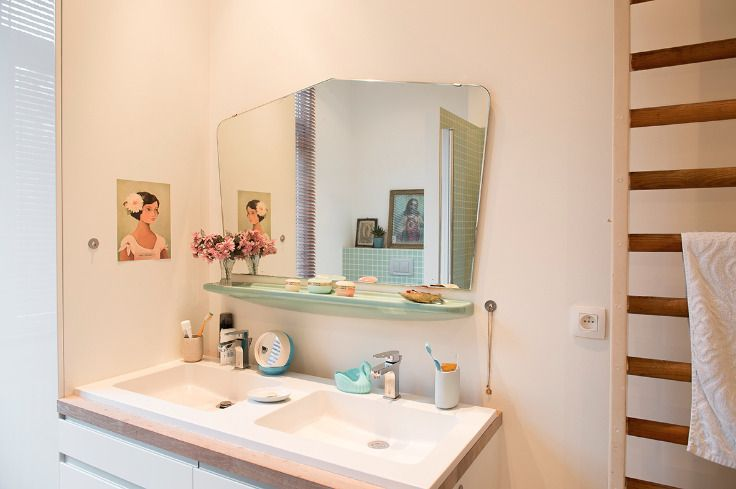 Te koop - Herenhuis 4 slaapkamer(s)  - bewoonbare oppervlakte: 260 m2  - Burgerwoning in art-decostijl. Volledig gerenoveerd in 2013 rekening houdend met de aanwezigheid en het behoud van authentieke elementen. Een royale i  - bouwjaar: 1935-01-01 00:00:00.0 - dubbel glas 2 bad(en) -  2 douche(s) -  2 gevel(s) -  3 toilet(ten) -  - oppervlakte keuken: 16 m2 - oppervlakte living: 40 m2 - oppervlakte terras: 8 m2