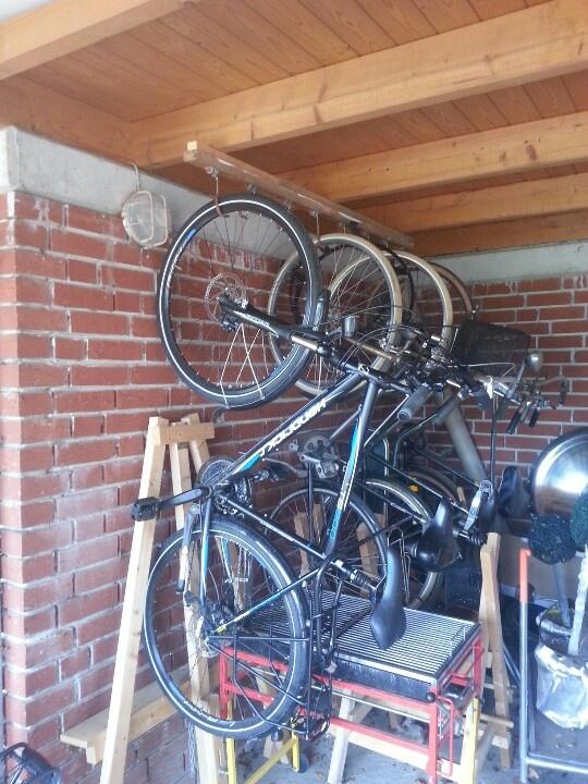 die besten 25 fahrrad aufh ngen ideen auf pinterest bike wall fahrradh nger und fahrrad. Black Bedroom Furniture Sets. Home Design Ideas