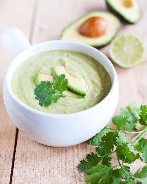 Krémovou polévku dochuťte chilli, limetou a koriandrem, který si s avokádem výborně rozumí; Greta Blumajerová